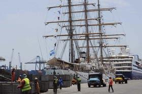 La fragata Libertad sigue en el puerto de Ghana
