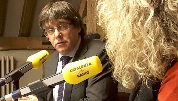 Carles Puigdemont durante la entrevista que concedió en Bruselas a la radio pública catalana