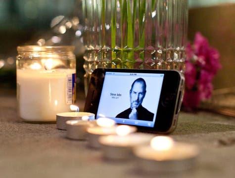 El homenaje a Steve Jobs en una tienda de Apple. Foto: AFP