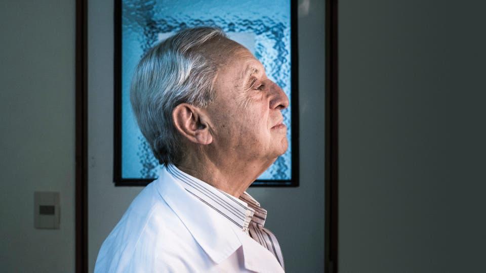 Pedro Cahn sigue atendiendo en el hospital Fernández, como en 1982, cuando apareció el primer paciente con sida