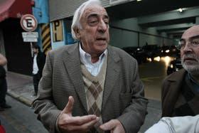 El secretario general de la UTA, Roberto Fernández, advirtió que el paro seguirá vigente