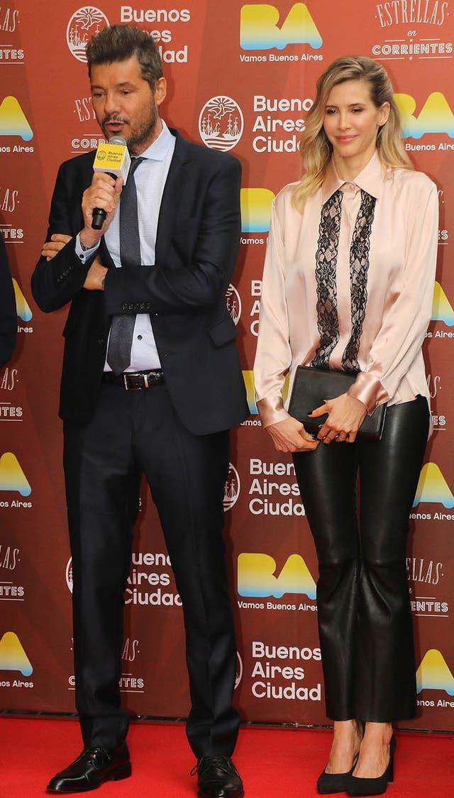 El conductor llegó acompañado de su pareja, Guillermina Valdes