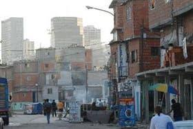 De acuerdo a la información oficial, la tasa de pobreza descendió 1,1 puntos desde el 6,5 por ciento que se registró en 2011 y la indigencia 0,2 punto desde el 1,7 de un año atrás.