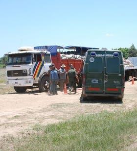 Gendarmería Nacional secuestró unas seis toneladas de marihuana ocultos en un camión en la localidad formoseña de Espinillo