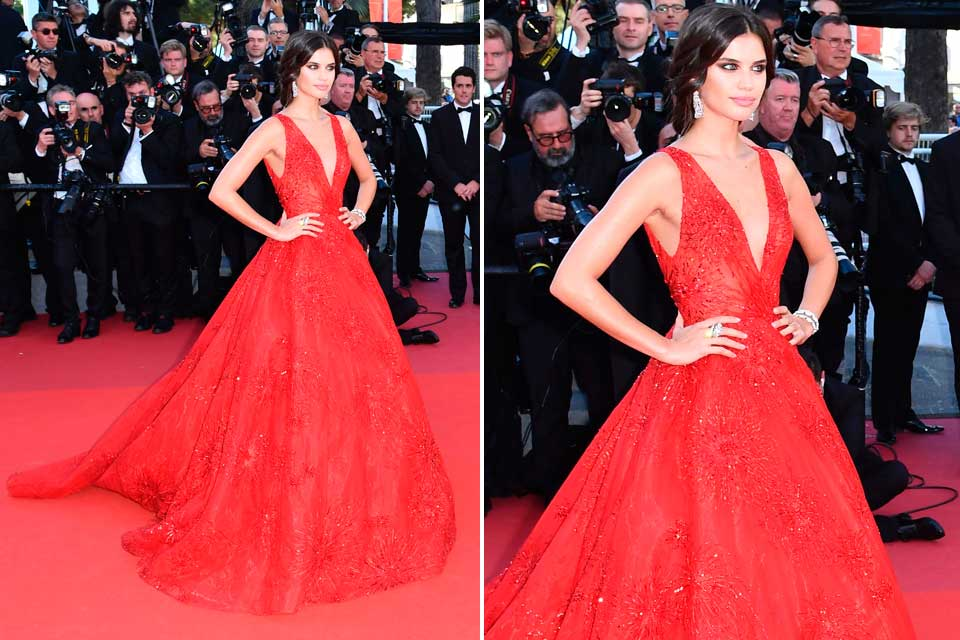 Sara Sampaio, otra de las famosas que llegó de rojo. Este vestido fue hecho por Zuhair Murad.