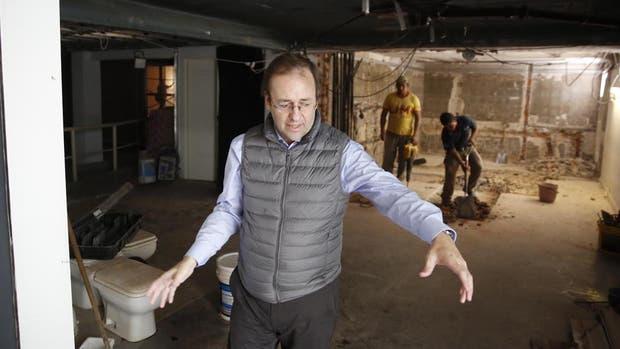 Guillermo Alonso muestra las obras que mantendrán cerrado el Sívori hasta mayo