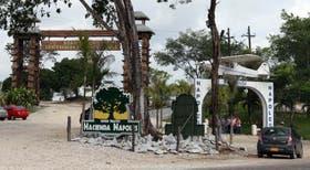 Entrada del ahora parque temático, ex chacra del narcotraficante colombiano Pablo Escobar