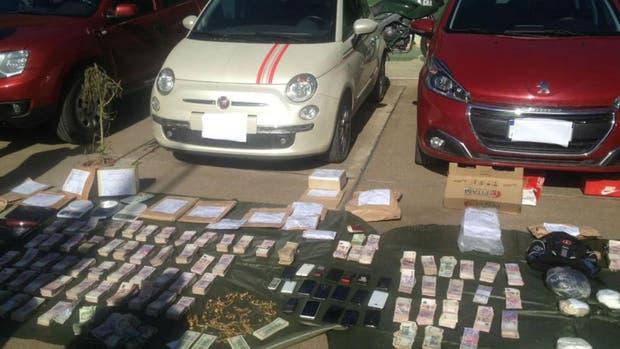 A los sospechosos se les secuestraron seis autos de alto valor, m?s de 1,5 millones de pesos, miles de d?lares y hasta coca?na (Gendarmer?a)