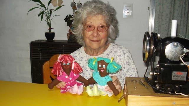 Rita Merlo cose muñecas y títeres