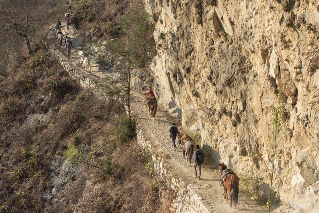 El trekking se realiza por desfiladeros angostos con zona de precipicios. Foto: Luis Agote
