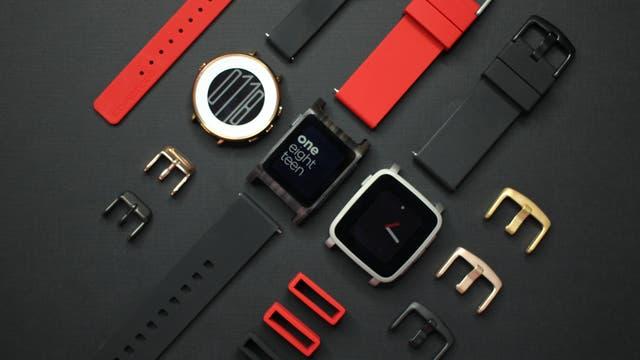 Los relojes Pebble tienen un hardware modesto, pero logran mayor autonomía que los modelos competidores de Apple o Samsung