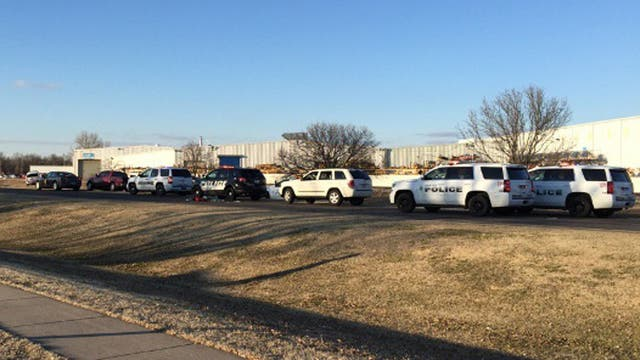 La policía rodeó la fábrica al instante