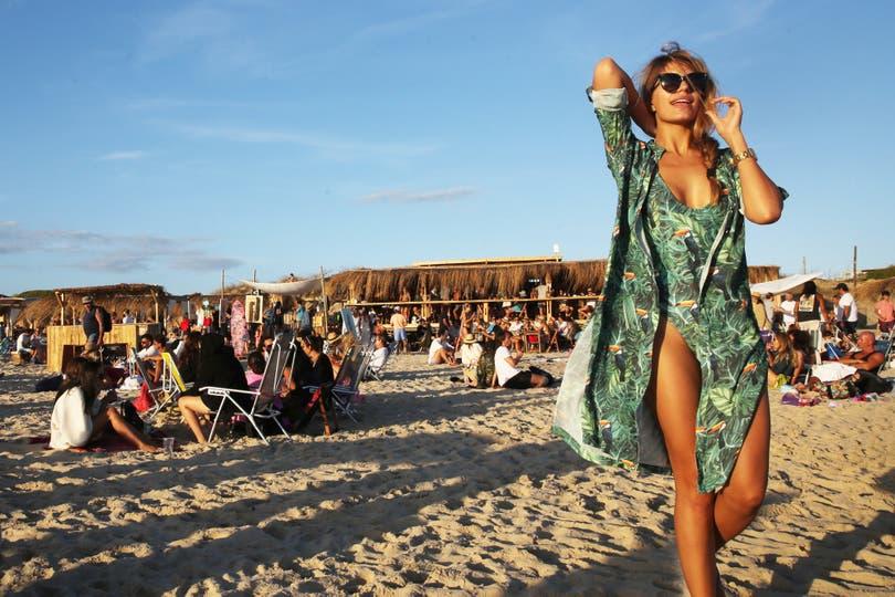 Hoy las mallas enterizas ya se ven en la playa, especialmente entre las millennials