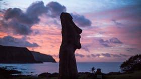 Los moáis de piedra son la atracción principal en la isla. Se estima que fueron realizados entre los siglos XIII y XVI