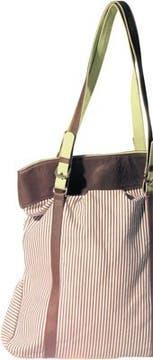 Bolso de lona y cuero en rayado marrón y blanco con tiras en verde manzana (Escuela de Sirenas, $ 98).