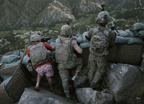 El estadounidense David Guttenfelde ganó el segundo premio en la categoría People in the News por su foto en Afganistan. Foto: EFE