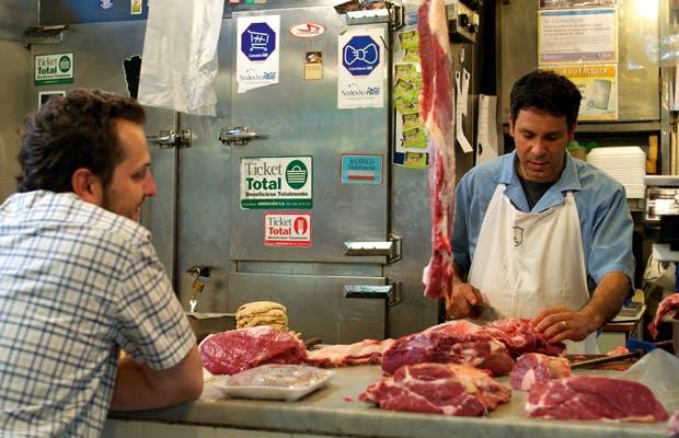 Si querés saber donde compran los chefs el pescado fresco, las salsas exóticas, las verduras orgánicas o los ingredientes secretos de la cocina peruana, toma nota de esta guía de mercados en los que cada vendedor es un experto.