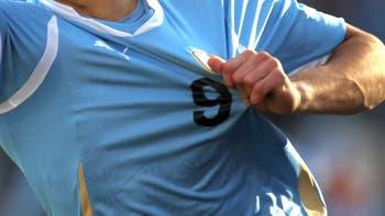 Insólito tironeo por la camiseta charrúa, que dejaría la firma Puma, para sumarse a la marca Nike