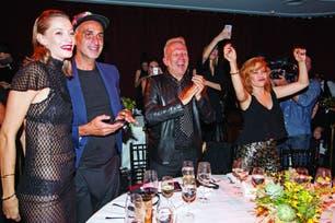 """Cecilia Roth y el creador francés no se quedaron atrás y se mostraron muy animados con los shows. """"Me fascina que [Gaultier] esté en Argentina y pueda mostrarle distintas facetas de nuestra cultura"""", expresó la actriz."""