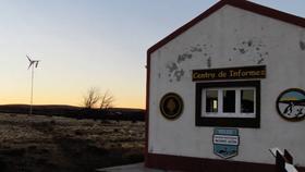 La Administración de Parques Nacionales instaló molinos eólicos en distintos parques nacionales patagónicos, como el de Monte León, en Santa Cruz (foto)