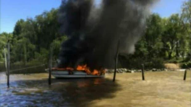 Se incendiaron cuatro embarcaciones