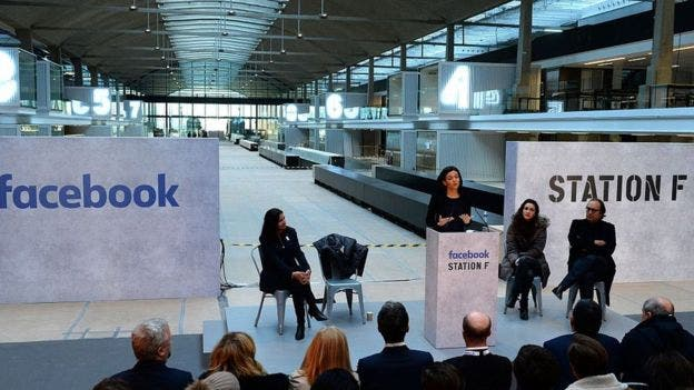 La directora de operaciones de Facebook, Sheryl Sandberg, dijo que Facebook creará en Station F su primera incubadora de startups en Europa