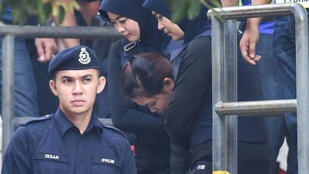 Las jóvenes acudieron al tribunal en Malasia vistiendo chalecos antibalas y bajo mucha seguridad.