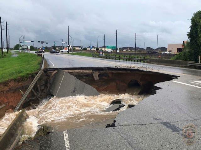 Las autopistas cercanas a Houston también sufrieron destrozos