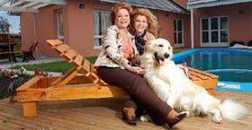 La ex diputada y la heroína de telenovelas, con mascota incluida: el trabajo en tiempos de vacaciones