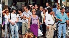 Durante una ola de calor, porteños agobiados por la temperatura en pleno centro de la ciudad