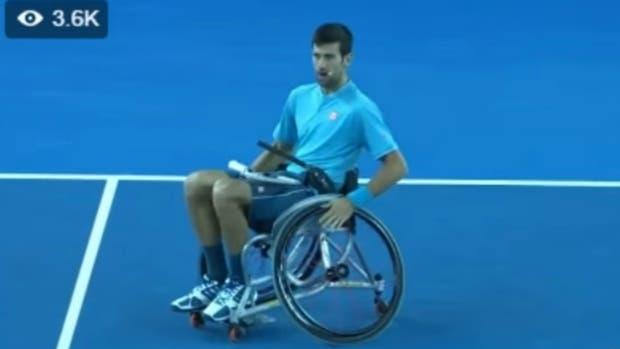 Novak Djokovic jugó al tenis en silla de ruedas