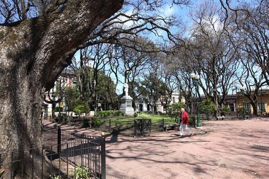La catedral de San Isidro y el colegio están frente a la plaza Mitre, conocida como Plaza de San Isidro. Foto: LA NACION / Guadalupe Aizaga