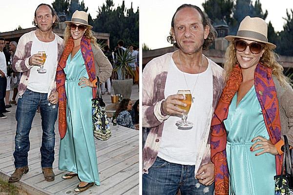 El diseñador Custo Barcelona, con jeans, remera básica y sweater en tonos en degradé, y Julieta Novarro, con un look muy colorido, con un vestido en verde agua, tampoco se perdieron la fiesta de Stella Artois. Foto: Grupo Mass