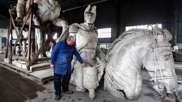 El molde de yeso espera en Boulogne, desde 1965, convertirse en escultura