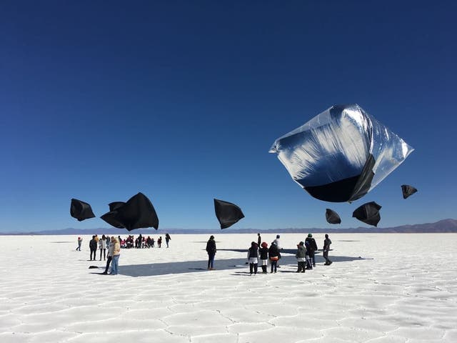 """Las """"esculturas solares"""" de Saraceno en las Salinas Grandes"""