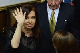 La presidenta Cristina Kirchner, sonriente, en la asunción de Nicolás Maduro en Venezuela