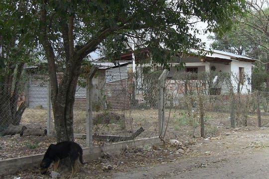 El paisaje de casas humildes que suele observar en el barrio La Montaña. Foto: lanacion.com / Constanza Longarte