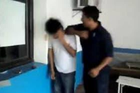 El video subido a YouTube prueba la brutal golpiza del agente a un joven salteño