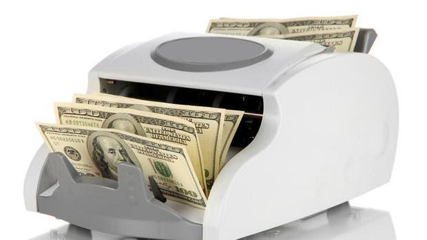 El dólar bajó un centavo y cerró a $ 17,28