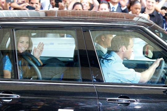 William y Kate, presentaron a su primer hijo, tercero en la línea de sucesión al trono del Reino Unido y que recibe el tratamiento de Su Alteza Real, el príncipe de Cambridge. Foto: AFP