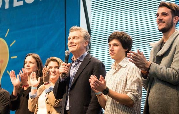 Macri se reunió con jóvenes, en un acto con clima de campa?a