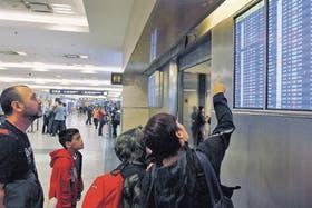 Anoche, tras la cancelación de los vuelos, la situación en Aeroparque era de relativa tranquilidad