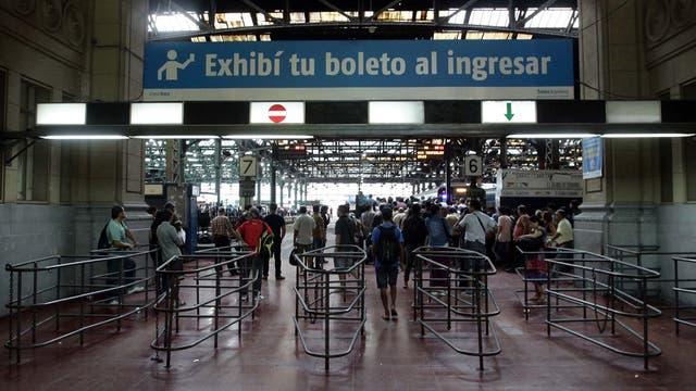 Malestar entre los pasajeros por el mal funcionamiento de la línea Roca