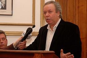 El gobernador de Santa Cruz, Daniel Peralta, dijo que las obras públicas nacional son bienvenida