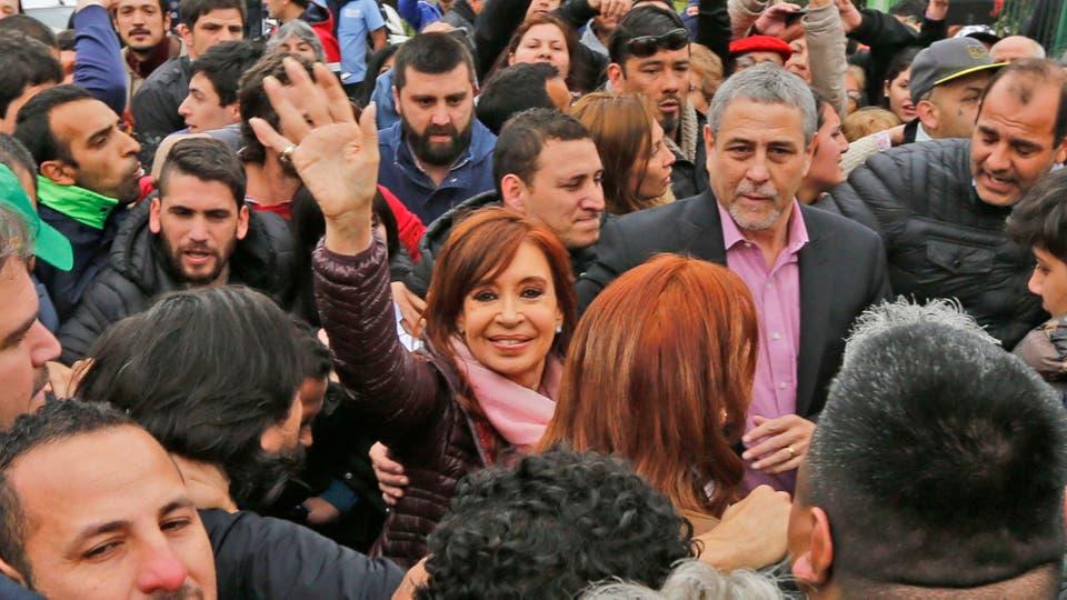 Desbordes y tensión en una recorrida de Cristina Kirchner por Avellaneda