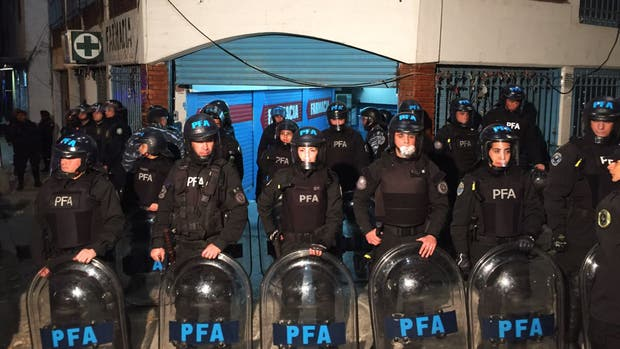 La policía realiza un nuevo operativo en La Salada
