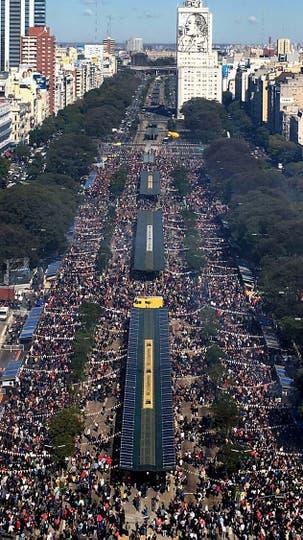Unas 350.000 personas se acercaron a las 40 parrillas que se armaron en la 9 de julio. Foto: Prensa Ciudad