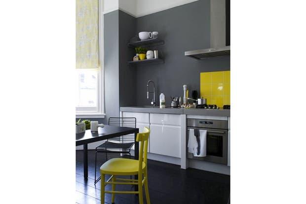 En combinación con el gris, el amarillo se destaca aún más. Foto: lapetitemaisonblanc.blogspot.com.ar.