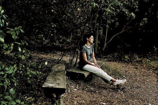 Poemas en el bosque: ´´El ruido/ de una rama desprendiéndose./ Vuela por los aires/ una cachetada./ Proviene de mi madre/ y no del bosque..