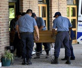 El cuerpo de Soria ayer fue trasladado por la policía desde su chacra en las afueras de General Roca